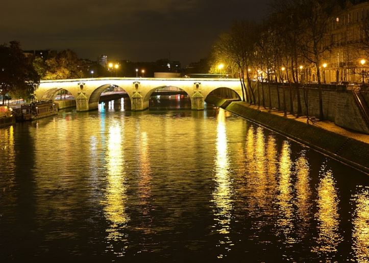Explore Seine River in Moon-light