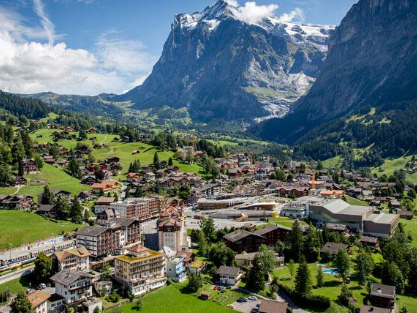 Top 10 Tourist Attractions in Switzerland, Mentioned top 10 attractions in Switzerland, contains the list of all the landmarks and best places in Switzerland
