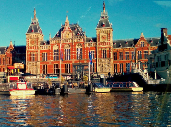 most tourist-packed places of Amsterdam, tourist spot in Amsterdam