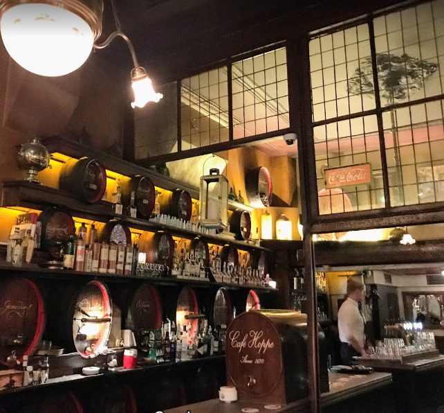 popular bars in Amsterdam, Famous Bars and Pubs in Amsterdam, good bar and pubs in Amsterdam
