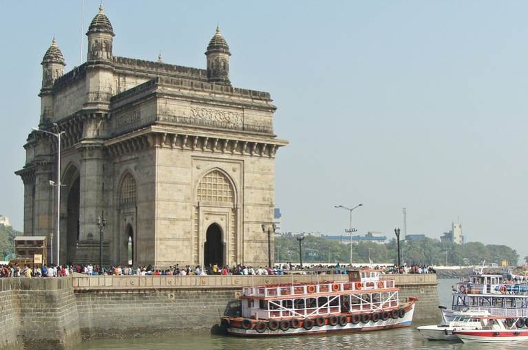 local trains in Mumbai, Mumbai is famous for its, Mumbai famous to visit, what is Mumbai best Known for