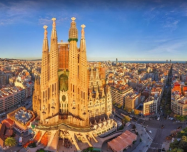 what is Barcelona famous for, what makes Barcelona famous