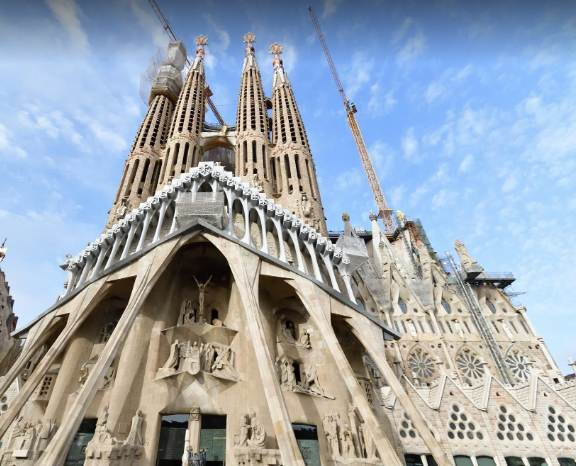 what is Barcelona famous for, what makes Barcelona famous, Barcelona very famous