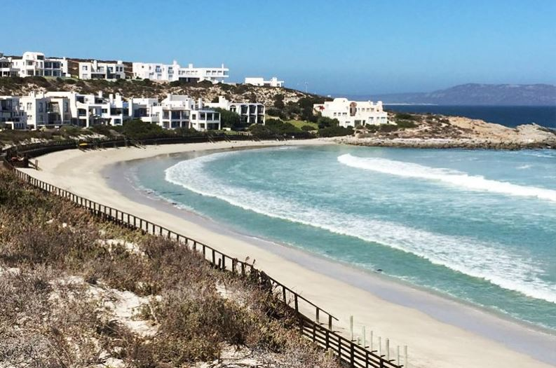 famous beaches of South Africa, South Africa's top beaches to visit, a popular beach in South Africa, the top beach in South Africa, a beach in South Africa