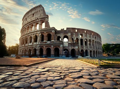 a trip to the Roman Colosseum, Complete Route Guide to Visiting the Roman Colosseum, Best Route to the Roman Colosseum, taxis to reach this Colosseum