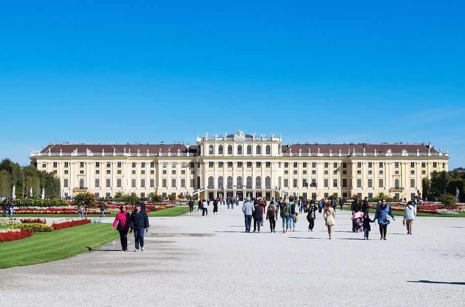 a trip to the Schönbrunn Palace, Complete Route Guide to Visiting the Roman Schönbrunn Palace, Best Route to the Roman Schönbrunn Palace