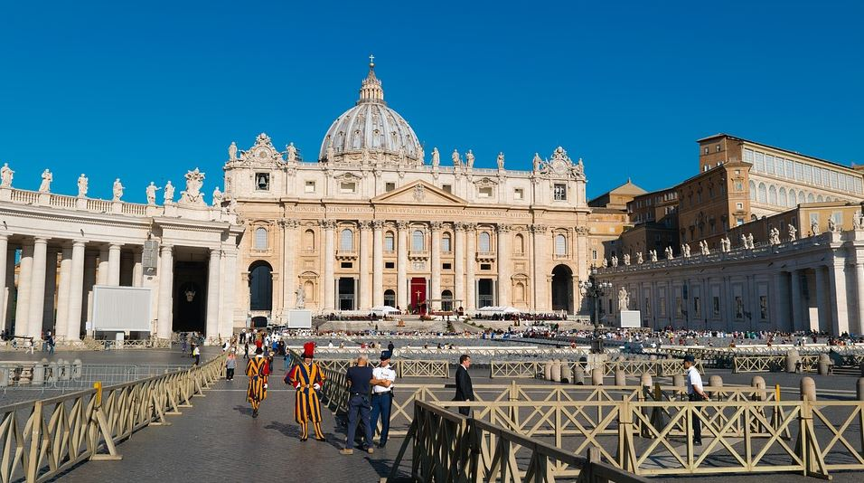 trip to the St. Peter's Basilica, Complete Route Guide to Visiting the St. Peter's Basilica, Best Route to the St. Peter's Basilica, boats to reach this St. Peter's Basilica,