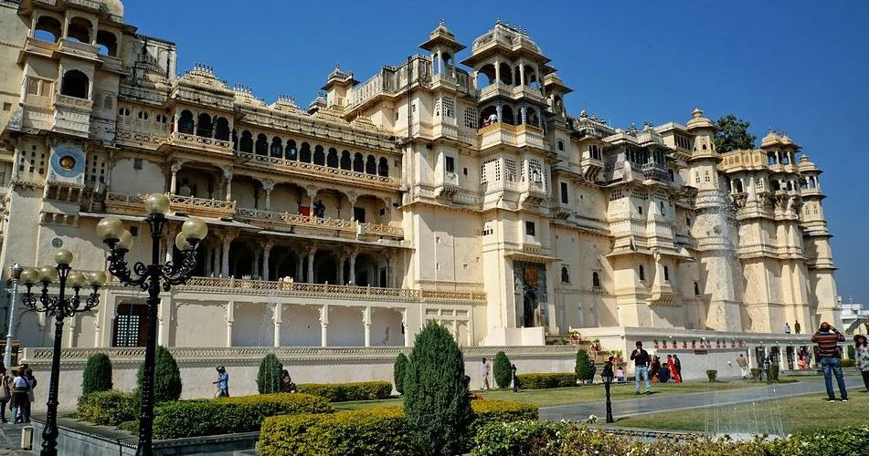 taxis to reach this City Palace, train route to reach this City Palace, convenient route to City Palace, various routes to reach the City Palace in Udaipur