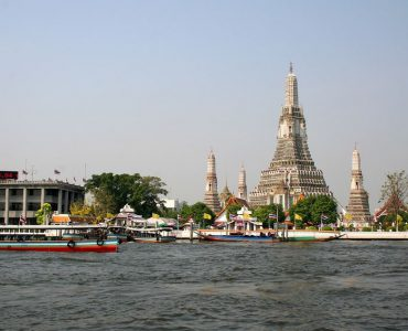 a trip to the Wat Arun, Complete Route Guide to Visiting the Roman Wat Arun, Best Route to the Wat Arun, taxis to reach this Wat Arun, train route to reach this Wat Arun