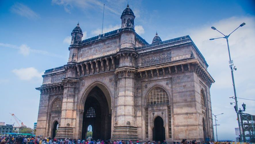 a trip to the Gateway of India, Complete Route Guide to Visiting the Gateway of India, Best Route to the Gateway of India, taxis to reach this Gateway of India