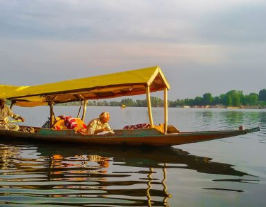 popular lakes in Srinagar, most famous lakes in Srinagar, most visited lakes in Srinagar, must-visit lakes in Srinagar lakes in Srinagar, most popular lakes in Srinagar