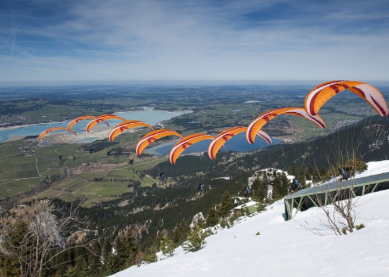 list of 10 exciting places in the world for paragliding, beginner spots for paragliding in the world, top paragliding places i